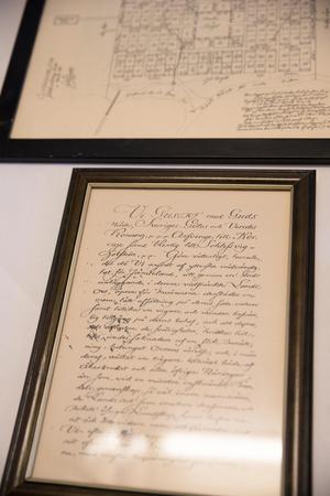 I Köket sitter en kopia av fundationsbrevet från när Östersund blev stad.