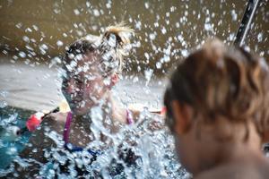 Simskolan i  Funäsdalen har blivit populär och lockar ett 60-tal barn till vårens och höstens simkurser. Foto: Privat.