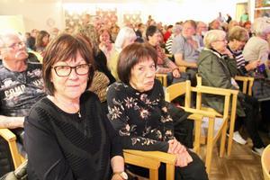Marita Södercrantz och Christina Eriksson från Sandviken hade svårt att komma överrens om vilken som var Elvis bästa låt.