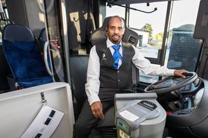 Insändarskribenten vill att Örebros elever även i fortsättningen ska få busskort att visa chauffören.