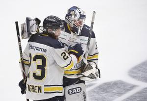 Robin Figren och Jonas Gunnarsson var två matchvinnare när HV71 tog en stark skalp borta mot Färjestad.