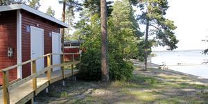 Nu har det idylliska badet vid Botten på Jägaråsen fått vattentoaletter.