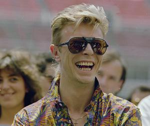 Rockmusikern David Bowie år 1987. På fredag hyllas han av bland andra Västerås sinfonietta, Moto Boy och Jennie Abrahamsson i Västerås konserthus. Foto: AP