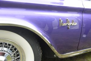 Den här Chrysler New Yorker i lila drog blickarna till sig. Det är Ronny Hägglund från Sundsvall som äger den.