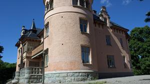 Planen är att bygga en ny skola vid den redan befintliga på Fridnäs. Fastighetsnämnden har beslutat att beställa en ny detaljplan.