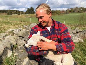 Mattias Karlsson halkade in i Bonde söker fru av en slump när han lärde ut hjärt-lungräddning på nätet. Foto: TV4