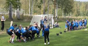 I dragkampen kämpade man lagvis mot varandra. Foto: Bengt Moberg.