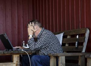 Enligt en Demoskopundersökning genomförd i december 2013 på uppdrag av Almega uppger 20 procent av svenskarna att de går miste om information på nätet, inte kan använda internetbank och att de inte heller kan köpa varor och biljetter på internet. För att komma tillrätta med det föreslår debattörerna ett RIT-avdrag, något de anser skulle ska jobb och göra det lättare för äldre att komma in i IT-samhället.