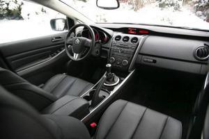 Nya material och en högre kvalitetskänsla kännetecknar interiören i nya CX-7.