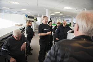 Roland Engström, tf. redaktionschef på Sundsvalls Tidning var en av dem som visade besökarna runt.
