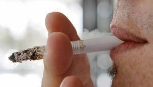 Minst en tredjedel av alla cancerfall orsakas av livsstilsfaktorer, skriver debattörerna.