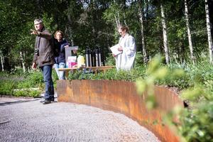 Vid S:t Lars kapell i Bollnäs, finns denna askgravplats – vid invigningen förra året medverkade Herman van der Meiden, och kyrkoherde Ingrid Natander.
