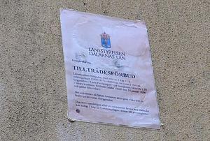 Det är sedan 2006 förbjudet för obehöriga att vistas på eller i byggnaden .