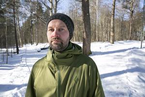 Ville Pokola gör det avslutande arbetet inför bildandet av ett naturreservat på Åkersön.  De första inventeringarna av området gjordes med hjälp av LONA-stöd för många år sedan.