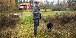 Sedan ett antal år bor Kåre Mölder med sambo, hund, katter och hästar på landet i västra Nykvarn. Han lät tala om sig första gången i slutet av 1970-talet och några år senare kände han att världen låg öppen för honom. Men något genombrott i USA blev det aldrig.