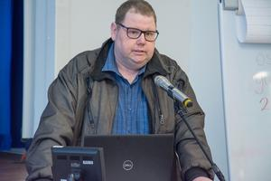 Örjan Andersson som jobbar på korttidsboendet på Barkvägen, är kritisk till att verksamheten ska läggas ner. 15 vårdplatser försvinner och 20 anställda berörs - men de kommer att omplaceras till andra vårdverksamheter.
