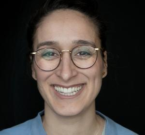 Bita Eshraghi är specialistläkare  i gynekologi och obstetrik.