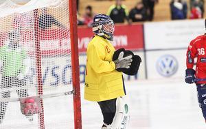 Hemma i Svenska Fönster Arena kör Anders Svensson med kanariegult.