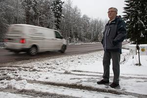 Kurt Östlund berättar om hur en bekant till honom knappt vågade sig ut från hans tomt på grund av skymd sikt och höga hastigheter.