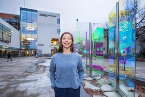Trots dyslexin har Josefin Cederholm tagit sig igenom läkarutbildningen på Örebro universitet – med hjälp av ett snillrikt läsprogram som hjälper henne att läsa med öronen istället för ögonen.