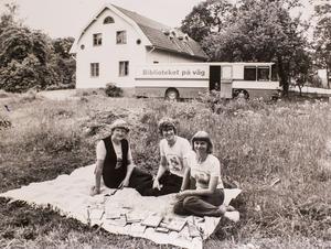 Inga Sjögren, Lasse Raij och Mildred Andersson 1979. Foto: Per G Norén/VLT:s arkiv
