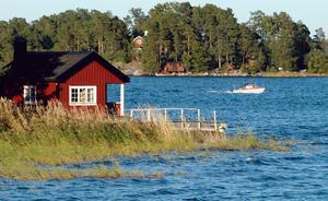 Debattörerna vill att det ska bli lättare att bygga strandnära. Foto: Hasse Holmberg/TT