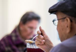 Ingrid Vikström tycker att maten som serveras inom äldreomsorgen i Sundsvall håller hög klass.