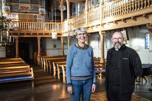 Barnmusikledare Eva Bjerke och prästen Pether Bertilsson är initiativtagarna till drop in-vigsel i Skönsmons kyrka.