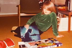 Ingemar Magnusson, 10 eller 11,  med en vinylplatta av en av sina barndomsidoler, Johnny Cash. Foto: Privat