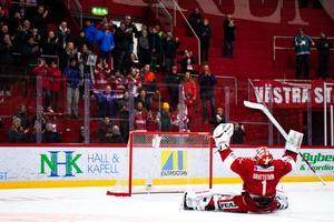 Victor Brattström har blivit en av fansens favoriter. Här firar han segern mot Malmö 9 mars. Bild: Pär Olert/Bildbyrån