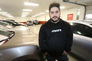 Lördagens arbete blev det inget med för Mahdi Safia. På morgonen upptäckte han att flera bilar stulits