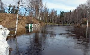 Det forsar fortfarande mycket vatten kring Ånäsparken.