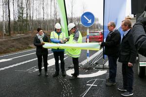 Nya sträckningen av riksväg 51 invigdes den 18 november. Det dröjde inte länge innan det skedde olyckor på den nya vägen.
