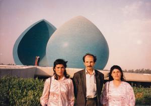 Amine Kakabaveh (till vänster) var en av Komalaledaren Ebrahim  Alizadehs  livvakter.
