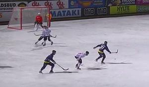 Jesper Hermansson dribblade utanför eget straffområde och bjöd Jonas Enander på 1–1-målet strax före paus.