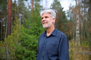 Jag springer på vandringsleder, stigar och grusvägar runtom i skogarna, för jag tycker det är så himla härligt. Jag gör det för njutningen, känslan och nöjets skull, berättar Jörgen Stigberg.