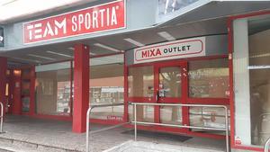 Team sportias lokaler har stått tomma i nästan två år. Men nu är arbetet igång för att butiksytan ska fyllas med varor och kunder.
