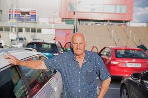 Göran Eriksson och sin fru är ute efter de stora pengarna på bilbingon.