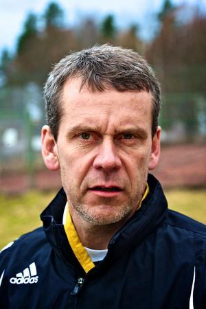 Mats Källberg fortsätter som tränare för Korsnäs damer.Foto: Claes Söderberg