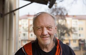 Bengt-Åke Wikman kommer ursprungligen från Jämtland men lever sitt liv i Gävle sedan ett år tillbaka. Han är hemlös och sover på härbärget eller sitter på tågstationen om nätterna för att få tak över huvudet.