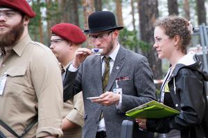 Storbrittannien hade egen ambassad, där självaste ambassadör Sir Charles Floppydisc – alias Kalle Nyström från Sundsvall – gjorde allt för att stabilisera situationen. Med blandat resultat.