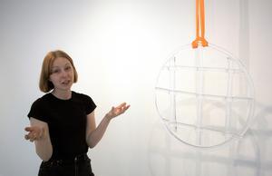 Frida Lundén Mörck berättar om sina glaskonstverk.