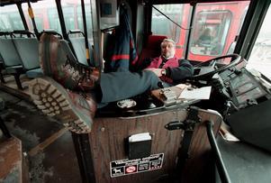 Vad får en busschaufför göra på en jobbrast utan att ledande politiker ska börja dreva emot en i sociala medier. (Mannen på bilden är inte busschauffören i artikeln)