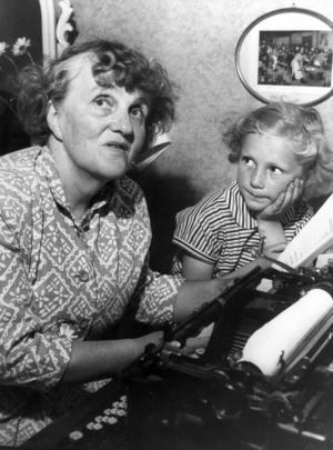 Moa Martinson var också elev vid Fogelstad innan  hon slog igenom som författare. Åt henne skramlade Fogelstadsgruppen till en egen skrivmaskin. Bild: Scanpix