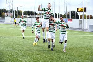 Ett av många segervrål från säsongen 2010 när VSK gick upp i superettan. På bilden: Jonas Hellgren, Koyar Salimi, Robin Blommé, Oscar Pehrsson och  Temesgen Berhane.
