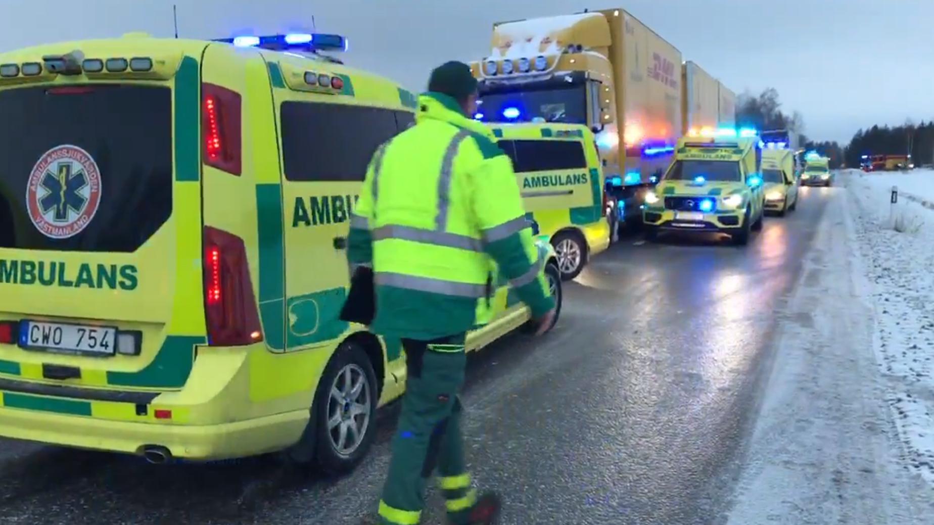Flera skadade i storre olycka