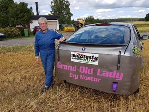 Självklart pryds hennes bilar med smeknamnet hon fått inom folkrace -