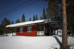 Håkan Littzell och hans familj har spenderat sin första vinter i deras nya fjällstuga i Bratteggen.
