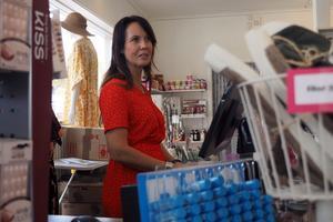 Marknaden drar folk till centrala Sveg och det märks i butikerna, åtminstone hos Anna Tullners som jobbar på en av klädbutikerna i byn.