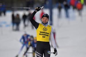 Linn Svahn i en klass för sig under lördagens sprint i Idre. Foto: Nisse Schmidt.